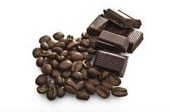 Feijões e chocolate de café Fotografia de Stock Royalty Free
