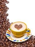Feijões e copo de café Fotografia de Stock Royalty Free