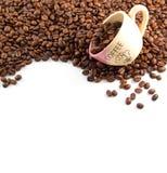Feijões e copo de Coffe Imagens de Stock