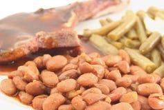 Feijões e costeleta de carne de porco fotos de stock