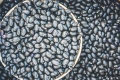 Feijões pretos dispersados imagem de stock