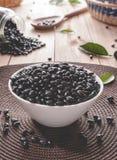 Feijões pretos para fazer o feijoada   Alimento brasileiro típico imagens de stock