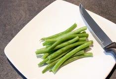 Feijões verdes em uma placa branca Imagem de Stock