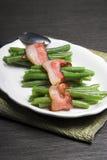 Feijões verdes envolvidos no bacon Imagem de Stock