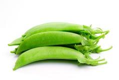 Feijões verdes no fundo branco Fotos de Stock Royalty Free