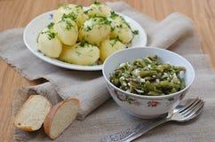 Feijões verdes postos de conserva e batatas fervidas Foto de Stock Royalty Free