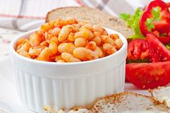 Feijões cozidos em um molho de tomate suave Fotos de Stock