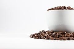 Feijões e copo de café Foto de Stock Royalty Free