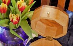 Feine Holzbearbeitung und Blumen Lizenzfreie Stockbilder