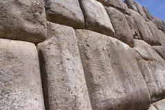 Feine Steinmetzarbeit in den Inkafestungswänden Lizenzfreie Stockfotografie