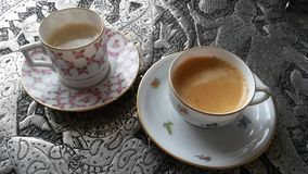 Feiner China-Knochen richtet Kaffee an Stockfoto