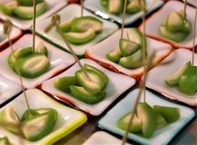 Feiner speisender Olivenaperitif bildete Löcher lizenzfreie stockbilder