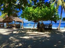 Feiner weißer Sand, Palmen und Türkiswasser Lizenzfreie Stockfotografie