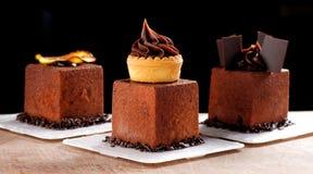 Feines Speisen, französischer dunkler Schokoladenfeinschmecker Mignon stockfotos