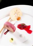 Feines Speisen, Gans-Fettleber mit schwarzem Knoblauch Stockfoto