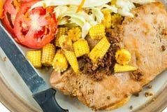 Feinschmecker gegrilltes Steak mit Salat Stockfotos