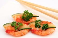 Feinschmeckerische chinesische Nahrung - gebratene Königtigergarnelen auf Weiß Stockfotos