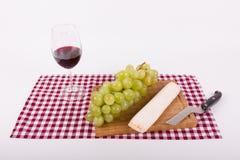 Feinschmeckerische Momente mit Wein und Käse Stockbild