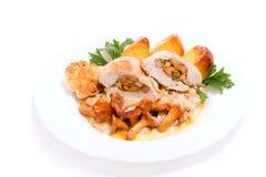 Feinschmeckerische Nahrung von den Pfifferlingen und vom Huhn Lizenzfreie Stockbilder