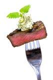 Feinschmeckerische Zeit, Stück eines gegrillten Steaks mit Kraut-BU Lizenzfreie Stockfotos