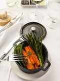 Feinschmeckerischer Abendessenteller lizenzfreies stockfoto
