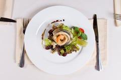 Feinschmeckerischer appetitanregender Fisch-und Garnelen-Fleisch-Teller Lizenzfreie Stockfotografie
