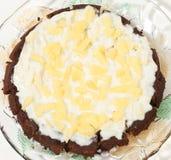 Feinschmeckerischer Schokoladen-Kuchen mit Ananas Stockbild