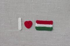 Feito a mão fazer crochê a bandeira e o coração de Hungria Fazer crochê o texto que eu amo Hungria Foto de Stock Royalty Free