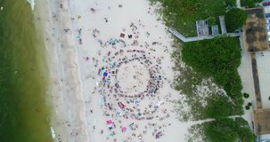 Feito: Multidão da praia filme