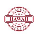 Feito no ícone da etiqueta de Havaí com o emblema da cor vermelha no fundo branco ilustração stock