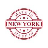 Feito no ?cone da etiqueta de New York com o emblema da cor vermelha no fundo branco ilustração stock