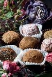 Feito pelo alimento saudável dos doces crus das mãos Fotos de Stock