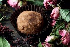 Feito pelo alimento saudável dos doces crus das mãos Imagens de Stock