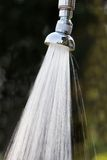 Feixe de um chuveiro ao ar livre fotografia de stock royalty free