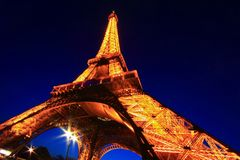 Feixe superior do telhado leve do anf da mostra na torre Eiffel Foto de Stock Royalty Free
