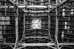 Feixes de sustentação de madeira imagem de stock royalty free