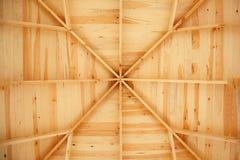 Feixes de telhado interiores em um struct de madeira Foto de Stock Royalty Free