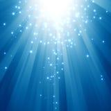 Feixes luminosos azuis com estrelas do glitter Fotos de Stock
