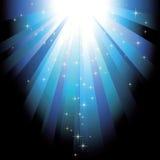 Feixes luminosos azuis com estrelas do glitter Fotos de Stock Royalty Free