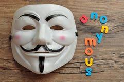 Fejdmaskering som visas med anonymt Denna maskering är brunn-att veta symbolet för gruppen genast arkivfoton