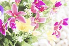 Fejka blommor dekorerar Royaltyfria Foton