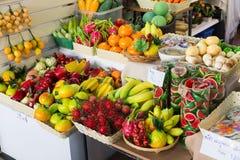 Fejka frukter shoppar i Thailand Arkivfoton