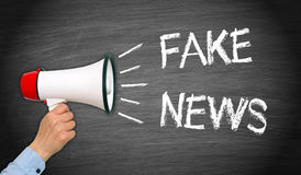 Fejka nyheterna - megafon med handen och text Fotografering för Bildbyråer
