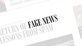Fejka nyheternabegreppet Fejka nyheterna i innehållet och titlarna av olika nyhetsmediaplatser royaltyfri illustrationer