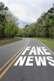 Fejka nyheternahuvudvägen royaltyfri fotografi