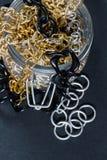 Fejka smycken och kedjor Royaltyfria Bilder