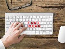 Fejka socialt dela för nyheterna arkivfoto