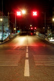 Fel väg på natten Arkivbilder
