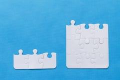 felande styckpussel för jigsaw royaltyfri fotografi