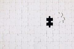 felande styckpussel f?r jigsaw Saknade pusselstycken Begreppet avbildar av oavslutad uppgift Avsluta sista uppgift, missande figu royaltyfri fotografi